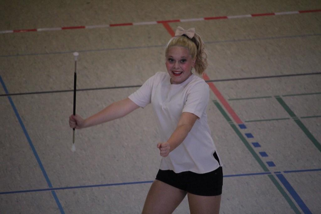Twirling Xandra Tront