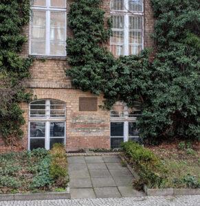Gedenktafel an der ehemaligen Klinik Wiesengrund